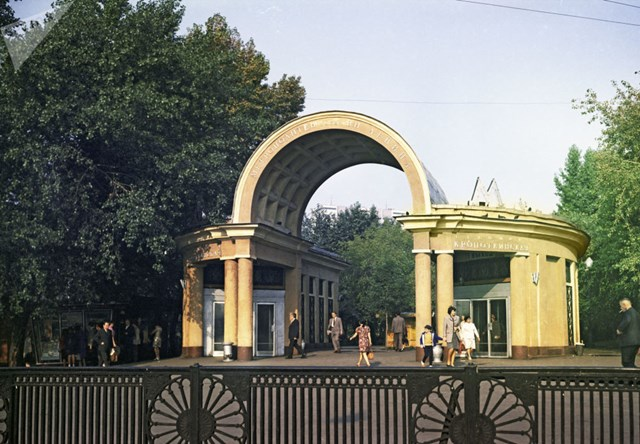 [ẢNH] Kỷ niệm 84 năm 'Moscow Metro': Chuyến tàu vượt 'thời gian' đẹp nhất thế giới - 3