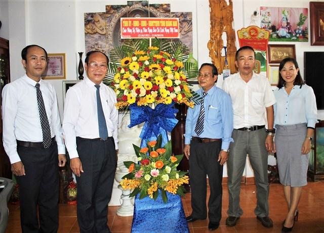 Nhiều đoàn khách thăm Văn phòng báo Đại Đoàn Kết tại Quảng Nam, Quảng Ngãi nhân ngày 21-6