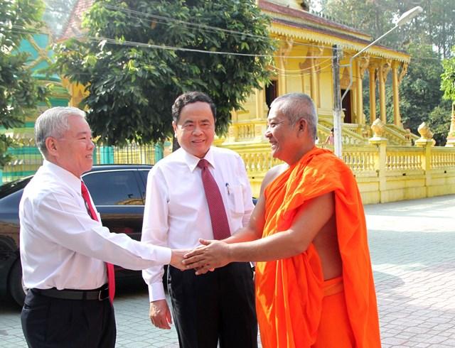 Lựa chọn những cá nhân người Khmer tiêu biểu tham gia Mặt trận các cấp - 4