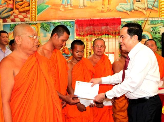 Lựa chọn những cá nhân người Khmer tiêu biểu tham gia Mặt trận các cấp - 5