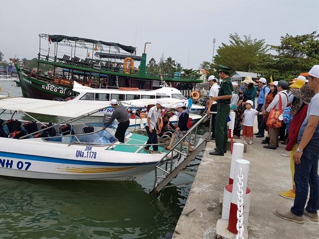 3.000 du khách tham quan đảo Cù Lao Chàm dịp Giỗ tổ Hùng Vương