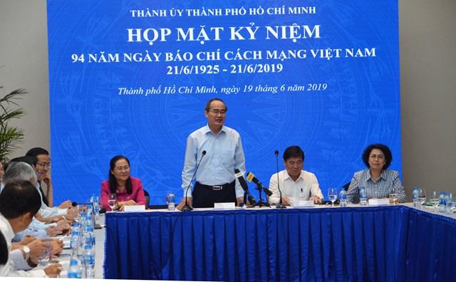 Lãnh đạo TP HCM gặp mặt cơ quan báo chí