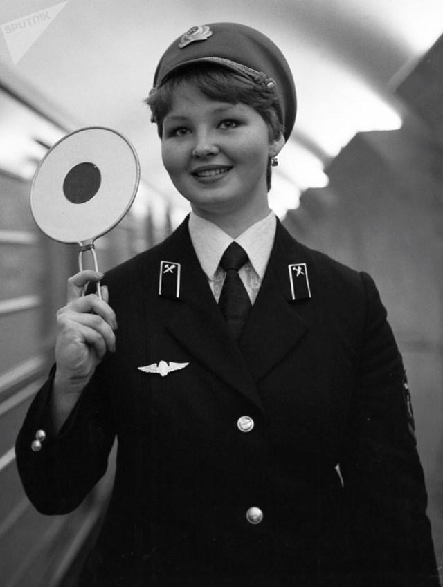 [ẢNH] Kỷ niệm 84 năm 'Moscow Metro': Chuyến tàu vượt 'thời gian' đẹp nhất thế giới - 6