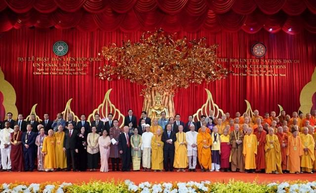 [ẢNH] Thủ tướng Nguyễn Xuân Phúc dự Lễ Khai mạc Đại lễ Vesak 2019 - 5