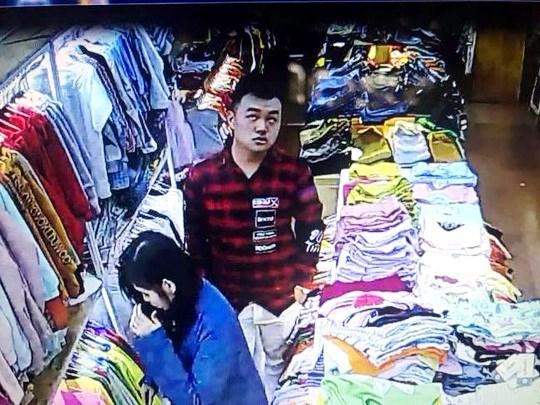 Truy bắt đôi nam nữ dùng dao đâm nhân viên bán hàng