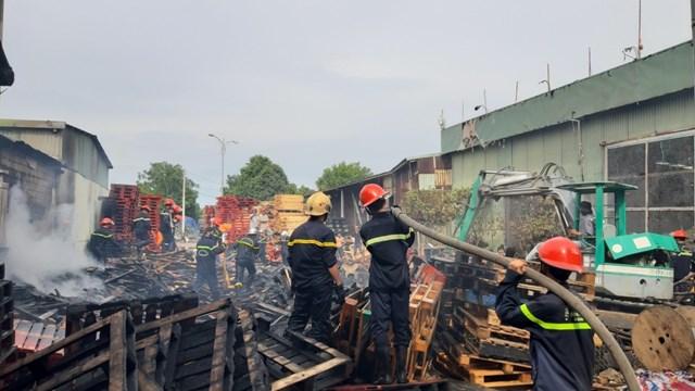 Cháy lớn tại xưởng gỗ pallet ở Quảng Nam