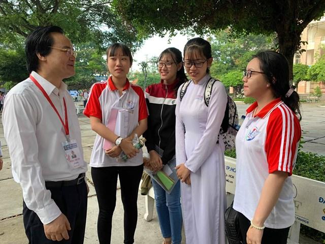 Bộ trưởng Phùng Xuân Nhạ kiểm tra công tác thi THPT ở Long An - 1