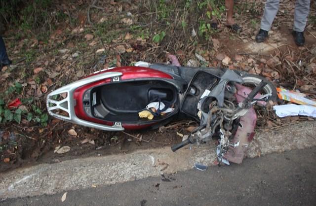 Quảng Nam: Xe taxi tông xe máy, hai cô cháu tử vong - 1