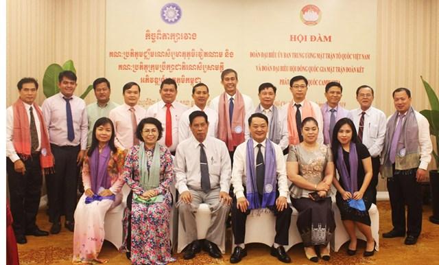 Tô thắm tình hữu nghị Việt Nam - Campuchia - 5