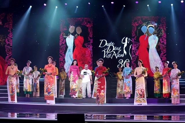 Nhiều mỹ nhân chia vui cùng Hoa hậu Ngọc Hân trong bộ sưu tập mới