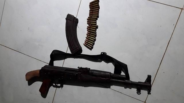 Mâu thuẫn tình cảm, dùng súng AK bắn người tình rồi tự sát - 1