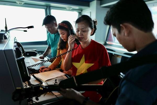 Làm bản tin đặc biệt trên tàu KN 490