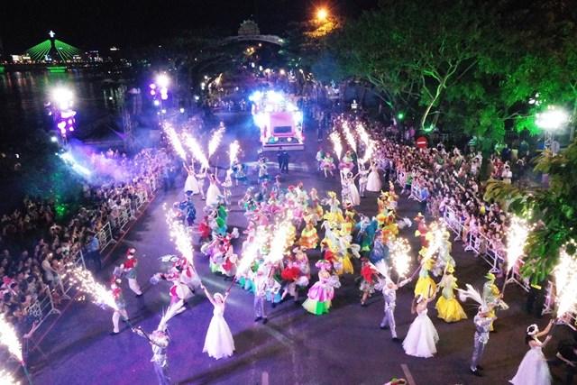 Carnival đường phố DIFF 2019: Đà Nẵng 'vui không khoảng cách' tối 16/6 - 9