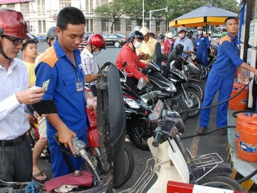 Bộ Tài chính làm chênh lệch thuế xăng dầu?