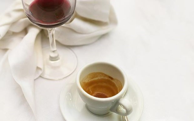 Rượu vang đỏ, trà hay càphê thì có lợi hơn cho cơ thể?
