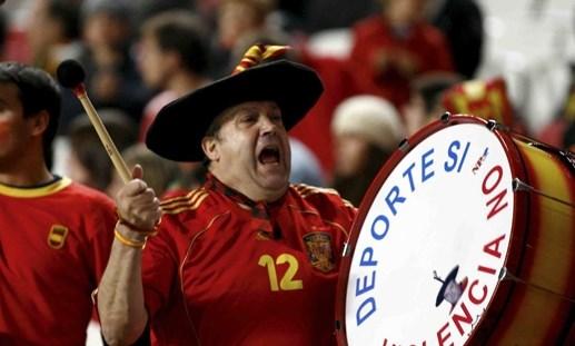 CĐV số 1 Tây Ban Nha không thể đến Pháp