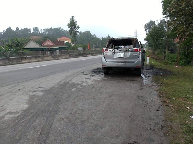 Về quê ăn Tết, xe bỗng nhiên bốc cháy dữ dội