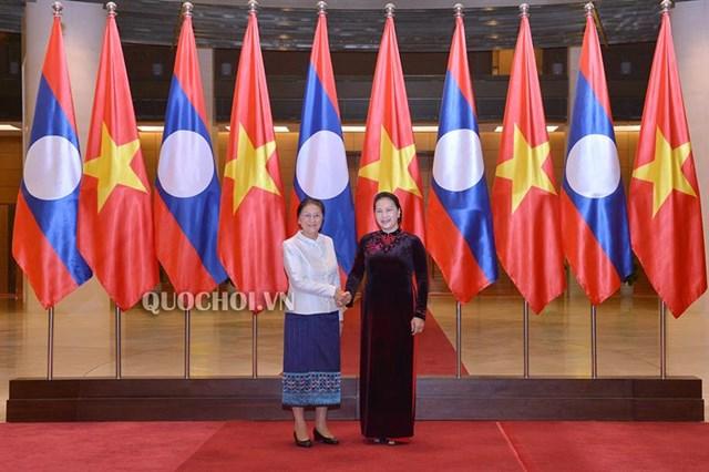 Chủ tịch Quốc hội Nguyễn Thị Kim Ngân làm việc với Chủ tịch Quốc hội Lào
