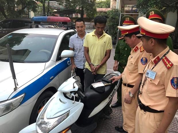 Hà Nội: Cảnh sát giao thông bắt giữ đối tượng dùng súng cướp xe máy