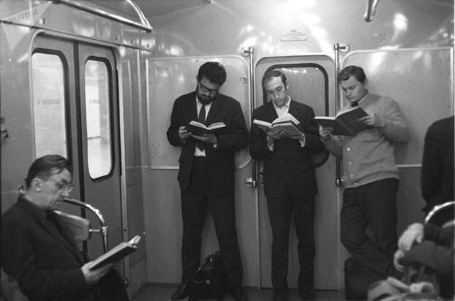 [ẢNH] Kỷ niệm 84 năm 'Moscow Metro': Chuyến tàu vượt 'thời gian' đẹp nhất thế giới - 4