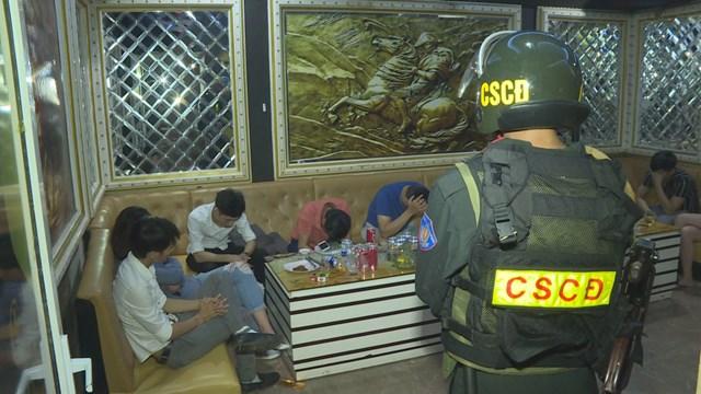 Nhóm thanh niên bị phát hiện sử dụng ma túy trong quán karaoke
