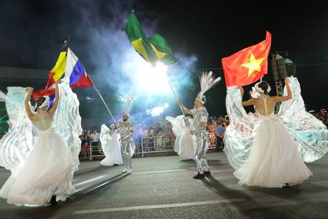 Carnival đường phố DIFF 2019: Đà Nẵng 'vui không khoảng cách' tối 16/6 - 1