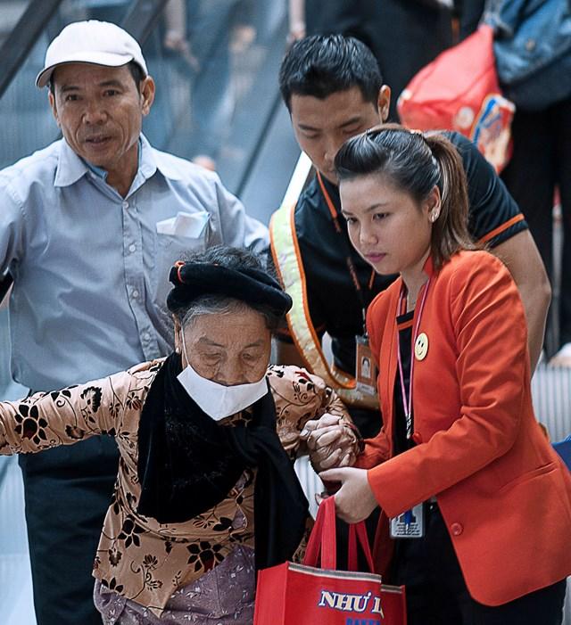 Jetstar Pacific ưu tiên làm thủ tục cho khách trẻ em hoặc người cao tuổi