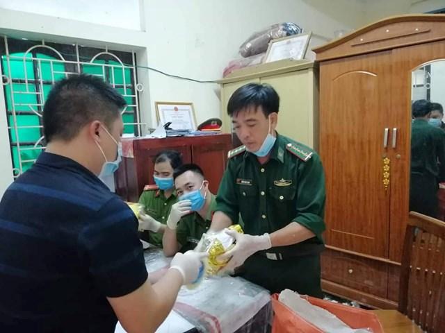 Khám xét nhà đối tượng điều hành đường dây ma túy 'khủng' tại Nghệ An