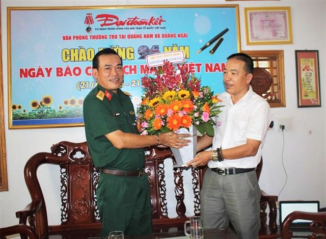 Nhiều đoàn khách thăm Văn phòng báo Đại Đoàn Kết tại Quảng Nam, Quảng Ngãi nhân ngày 21-6 - 2