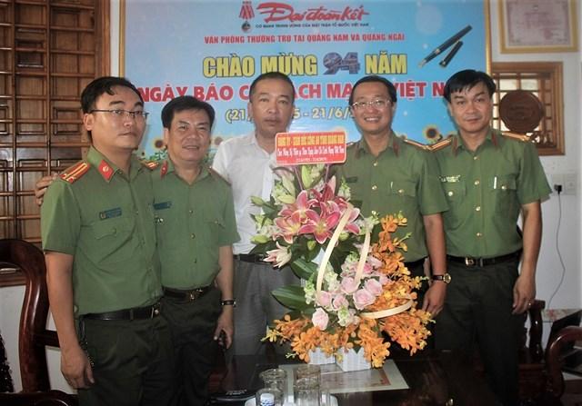 Nhiều đoàn khách thăm Văn phòng báo Đại Đoàn Kết tại Quảng Nam, Quảng Ngãi nhân ngày 21-6 - 3