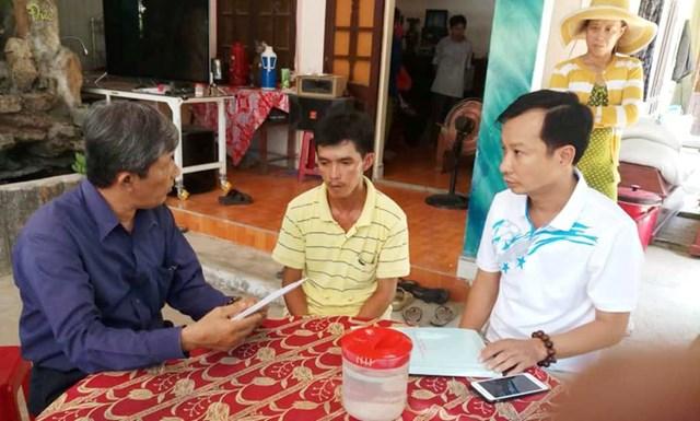 Trao tiền hỗ trợ cho hai gia đình có 4 cháu bị đuối nước ở Quảng Ngãi