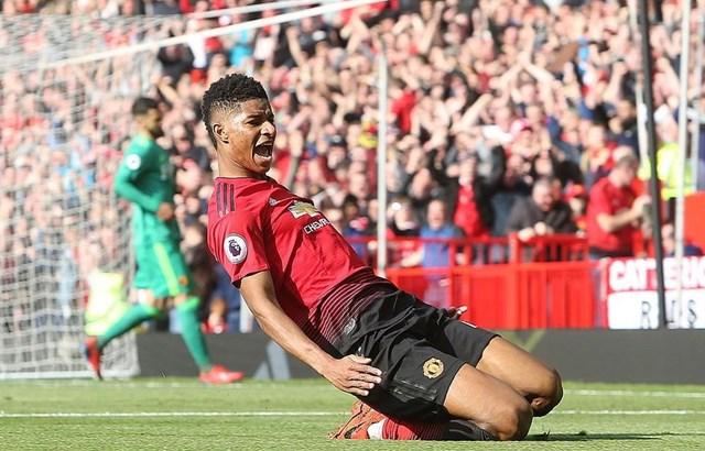 Premier League: Man City leo lên ngôi đầu, M.U trở lại tốp 4