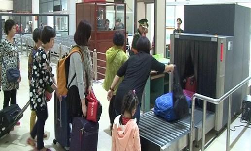 Gần 27 vạn lượt khách xuất nhập cảnh qua Cửa khẩu Quốc tế Hữu Nghị