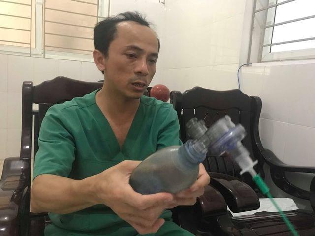 Lời kể của bác sỹ về 7 phút 'sinh tử' cứu cháu bé hóc thạch từ cõi chết trở về - 2