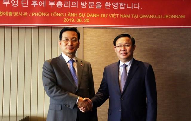Phó Thủ tướng Vương Đình Huệ mong muốn tăng cường giao lưu nhân dân Việt - Hàn