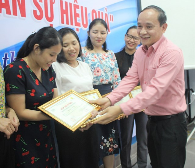 Quảng Nam: Trao giấy chứng nhận 'Kỹ năng quản lý nhân sự hiệu quả'