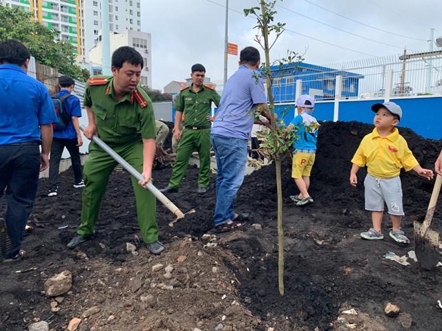 Nét đẹp mô hình 'Tổ tự quản chăm sóc công viên' tại phường Tân Sơn Nhì