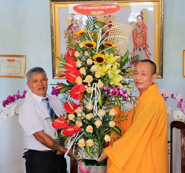 Mặt trận Bình Định thăm và chúc mừng Đại lễ Phật Đản 2019 - 1