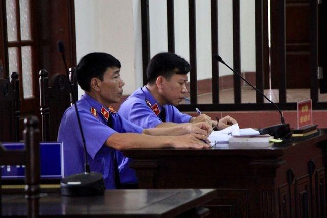 Hoãn phiên xử phúc thẩm bác sỹ Hoàng Công Lương - 2
