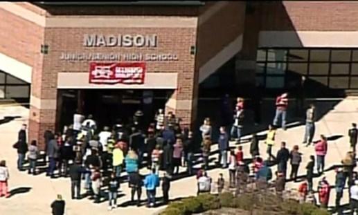 Mỹ: Nam sinh 14 tuổi xả súng vào bạn học tại trường