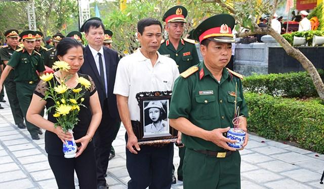 Truy điệu, an táng liệt sĩ quân tình nguyện và chuyên gia hy sinh tại Lào