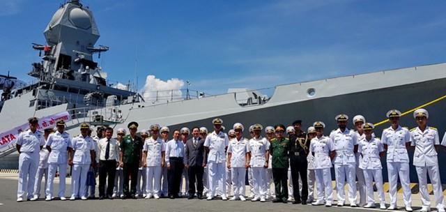Khánh Hòa: Tàu Hải quân Ấn Độ cập Cảng quốc tế Cam Ranh