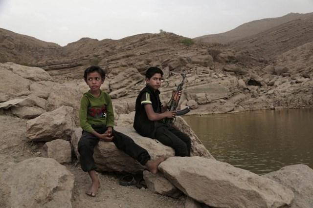 Bi kịch những đứa trẻ cầm súng ở Yemen