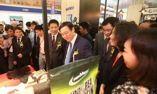 Phó Thủ tướng Vương Đình Huệ dự VietnamExpo 2016
