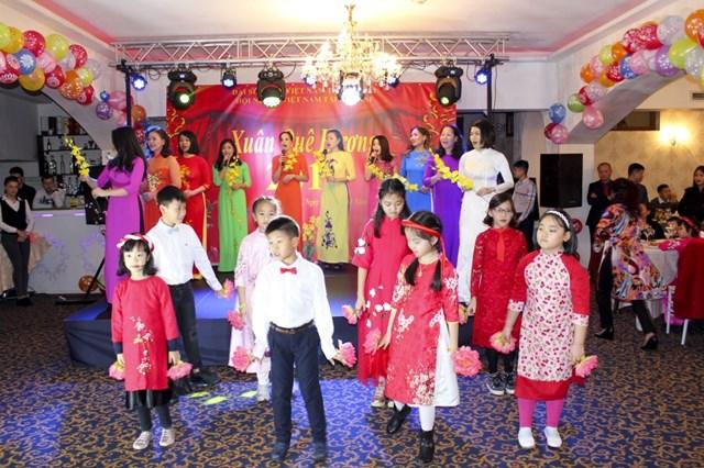 Xuân sum vầy của cộng đồng người Việt trên thế giới - 1
