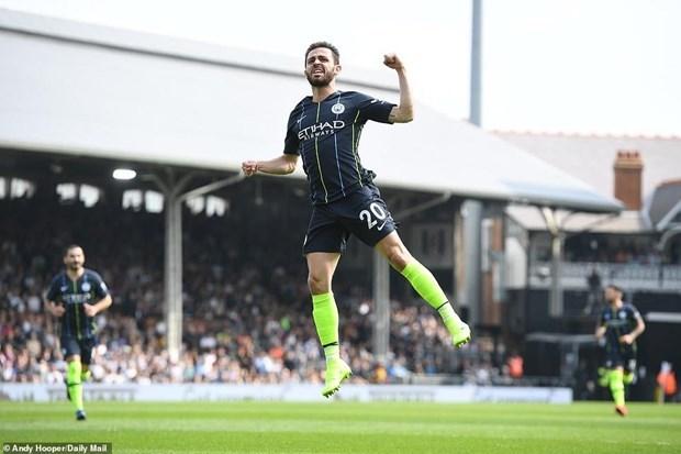 Premier League: Man City leo lên ngôi đầu, M.U trở lại tốp 4 - 1