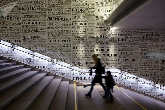 [ẢNH] Kỷ niệm 84 năm 'Moscow Metro': Chuyến tàu vượt 'thời gian' đẹp nhất thế giới - 14