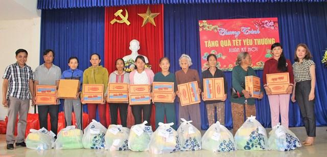 Quảng Nam: Trao tặng 50 suất quà Tết cho người nghèo huyện Phú Ninh