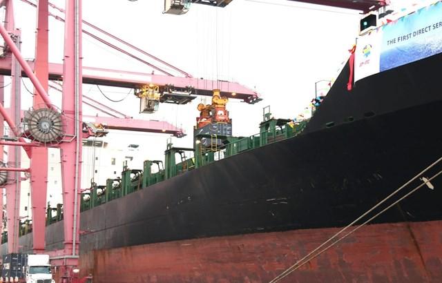 Tàu hàng container 40.000 tấn cập cảng Thành phố Hồ Chí Minh