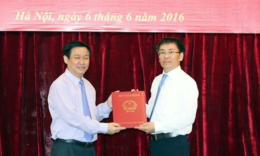 Trao quyết định Chủ tịch HĐQT VDB cho ông Phạm Quang Tùng